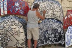 Daniel Fillod maler på Kirkepladsen i Saint Jeannet ved dansk/fransk kunst- og kulturuge i Provence maj, 2011